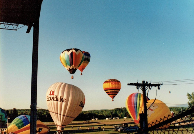 HotAirBalloon_BalloonsTakingOff_1