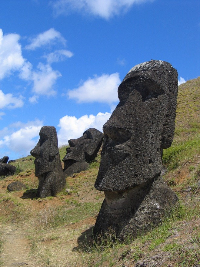 Moai_EasterIsland_Chile