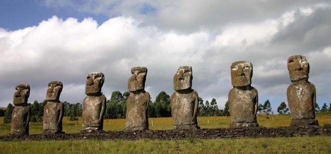 Moai_EasterIsland_Chile_antoinese