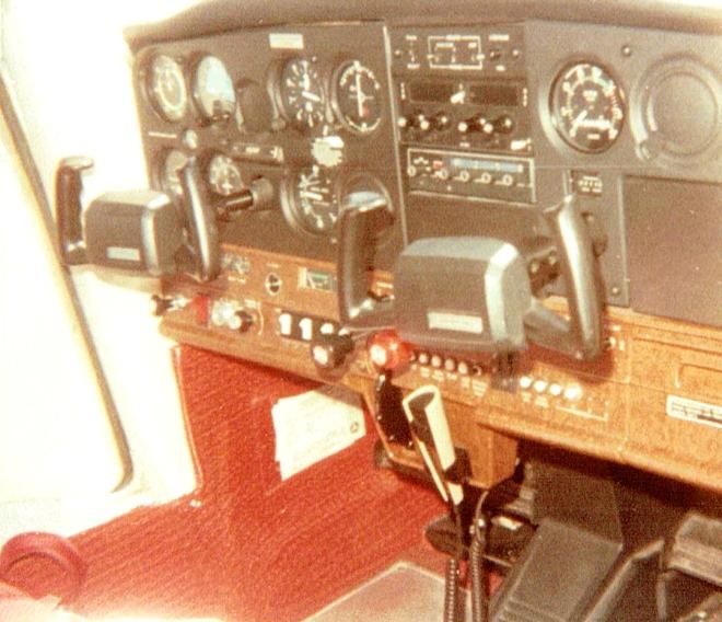 Cessna152_Cockpit_07061984
